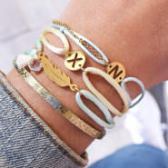 Sets d'inspiration DIY : Bracelets alphabet avec cordon en satin